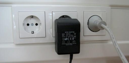 Kabelkanal im Büro braucht den Steckel