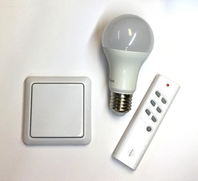 SPARSET-03: FUNK- LED-Lampe 9W mit Timer-Wandsender und Intertechno Fernbedienung