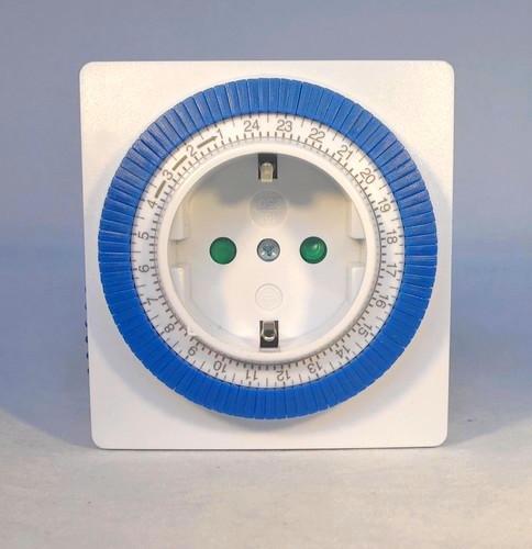 Elektromechanische Zeitschaltuhr für die Steckdose